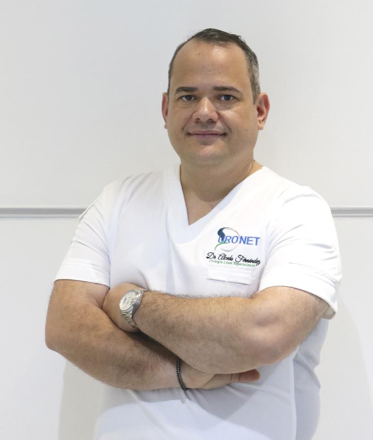 Dr. Alcedo Fernández, Urólogo